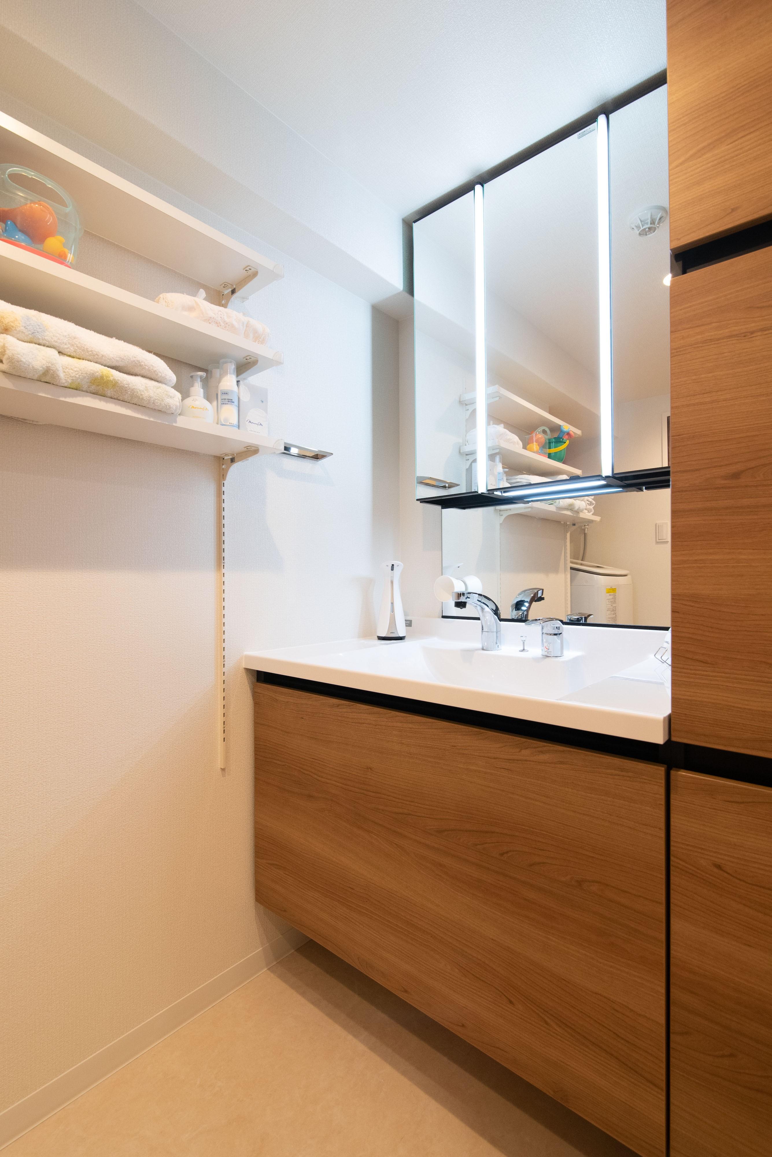 バス/トイレ事例:洗面室(光が射すマンション)