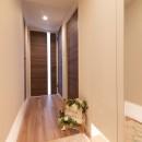光が射すマンションの写真 玄関