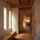 木のぬくもりを感じる家の写真 造作家具収納のある玄関ホール