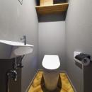 グレートーンで大人のカフェスタイルの写真 デザインを合わせたトイレ