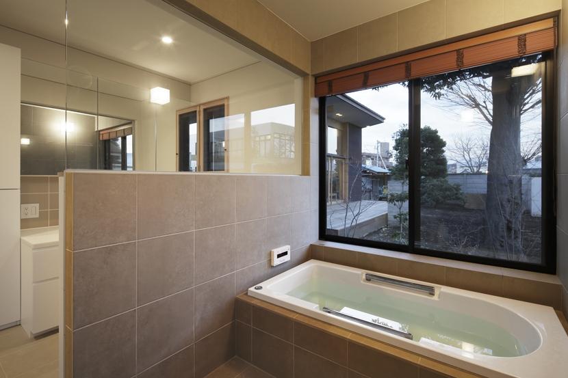 練馬の住宅 / 様々な場所とお互いの距離感を楽しむ住まいの部屋 浴室、洗面所