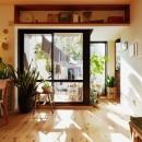 横浜市N様邸 ~光と緑が映える家~の写真 庭とつながりがあるデスクスペース