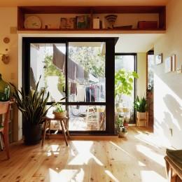 庭とつながりがあるデスクスペース (横浜市N様邸 ~光と緑が映える家~)