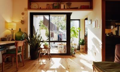 横浜市N様邸 ~光と緑が映える家~ (庭とつながりがあるデスクスペース)