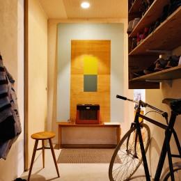 横浜市N様邸 ~光と緑が映える家~ (モルタルの玄関ホール)