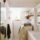 横浜市N様邸 ~光と緑が映える家~の写真 白で統一した明るい洗面スペース