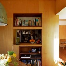 横浜市N様邸 ~光と緑が映える家~ (ダイニングから見たカウンターキッチン)