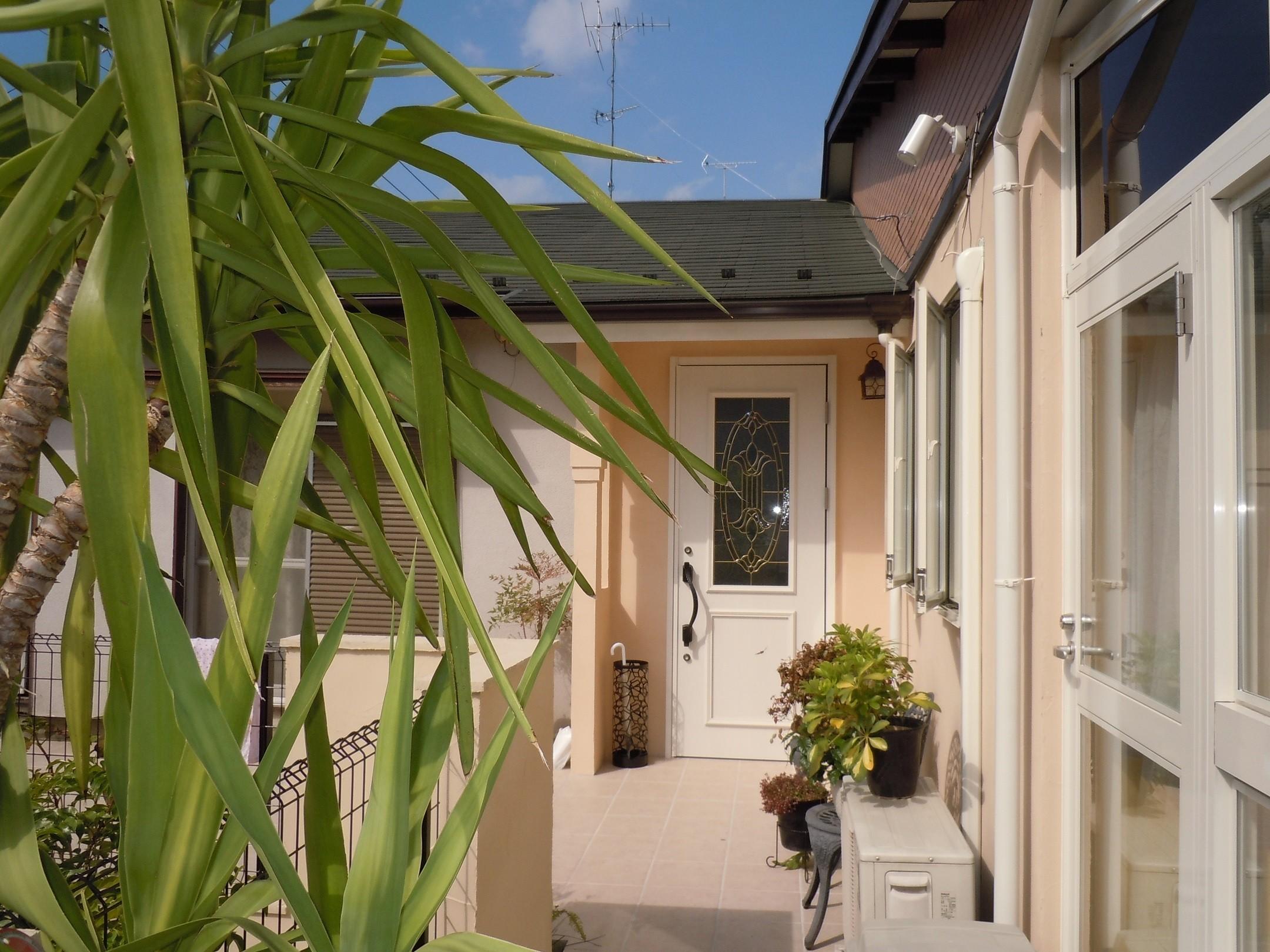 玄関事例:玄関ポーチ(ワンちゃんたちと雨の日も楽しく暮らす、寒さを改善したリノベーション)