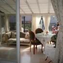 ワンちゃんたちと雨の日も楽しく暮らす、寒さを改善したリノベーションの写真 サンルーム