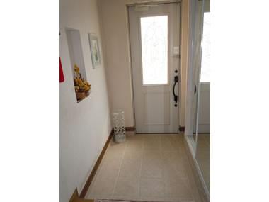 玄関事例:玄関(ワンちゃんたちと雨の日も楽しく暮らす、寒さを改善したリノベーション)