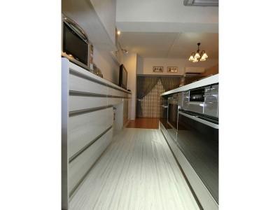 システムキッチン&リビング収納キャビネット (NYスタイルの子育て真っただ中・マンションリノベーション)
