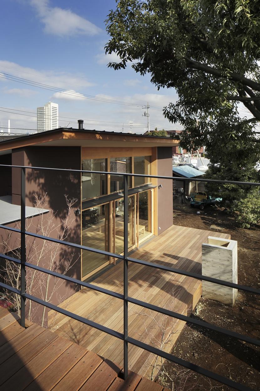 練馬の住宅 / 様々な場所とお互いの距離感を楽しむ住まいの部屋 テラス