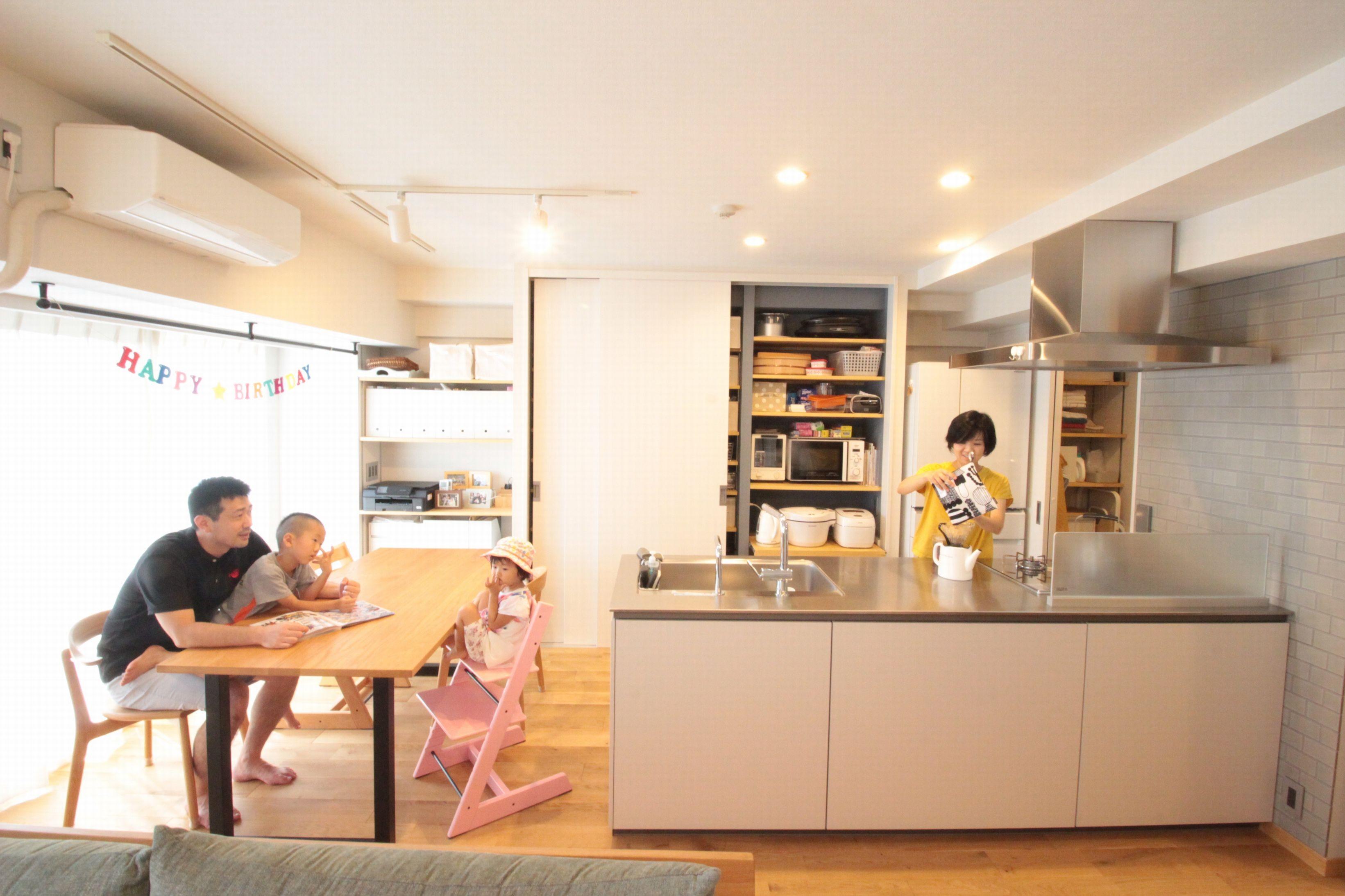キッチン事例:LDKの主役キッチン(回遊性で家事ラク!開放感で子どもが喜ぶ間取りに!)