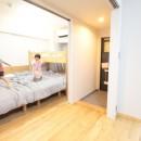 回遊性で家事ラク!開放感で子どもが喜ぶ間取りに!の写真 まるでリビングのような寝室&子供部屋