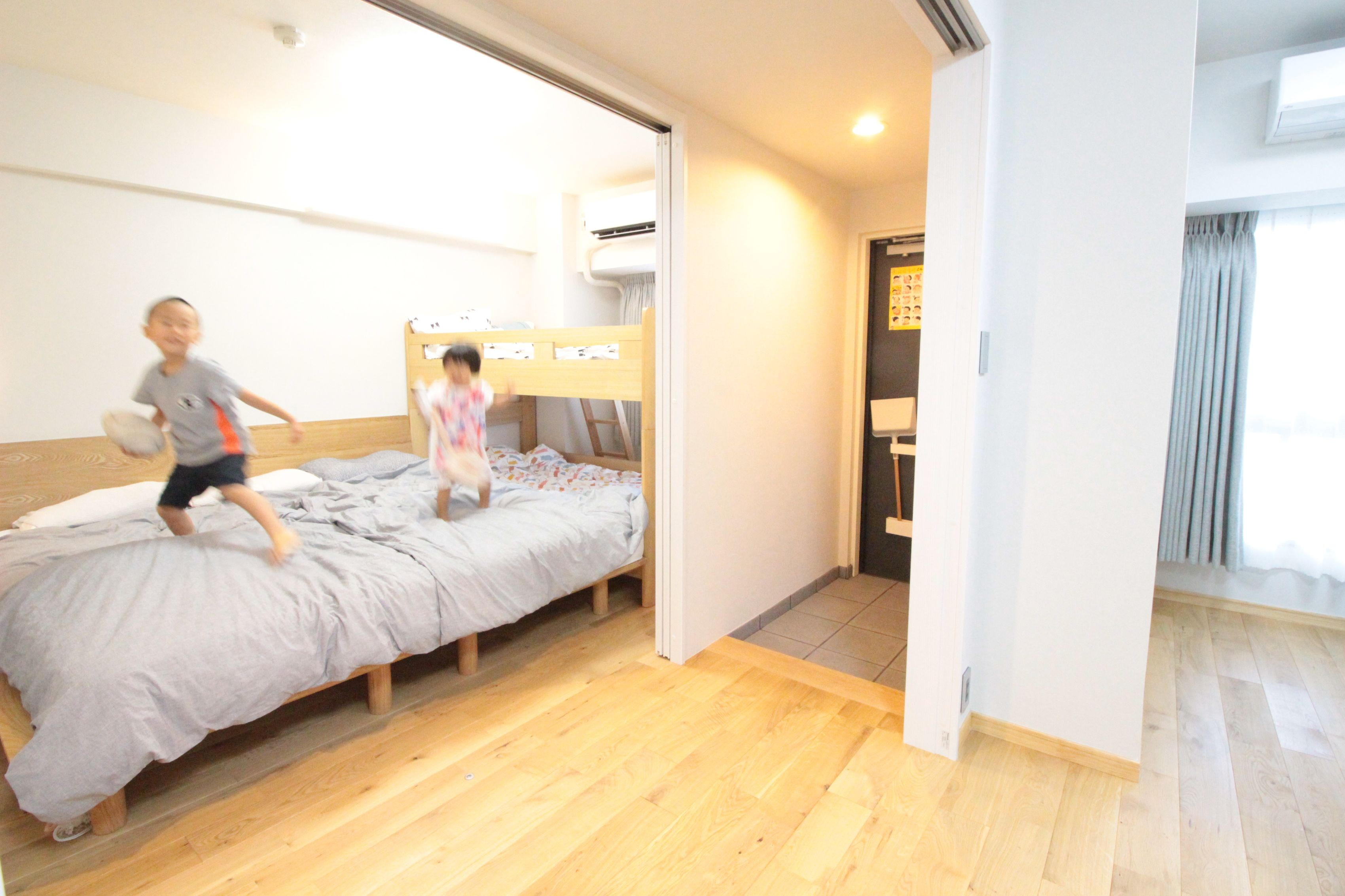 ベッドルーム事例:まるでリビングのような寝室&子供部屋(回遊性で家事ラク!開放感で子どもが喜ぶ間取りに!)