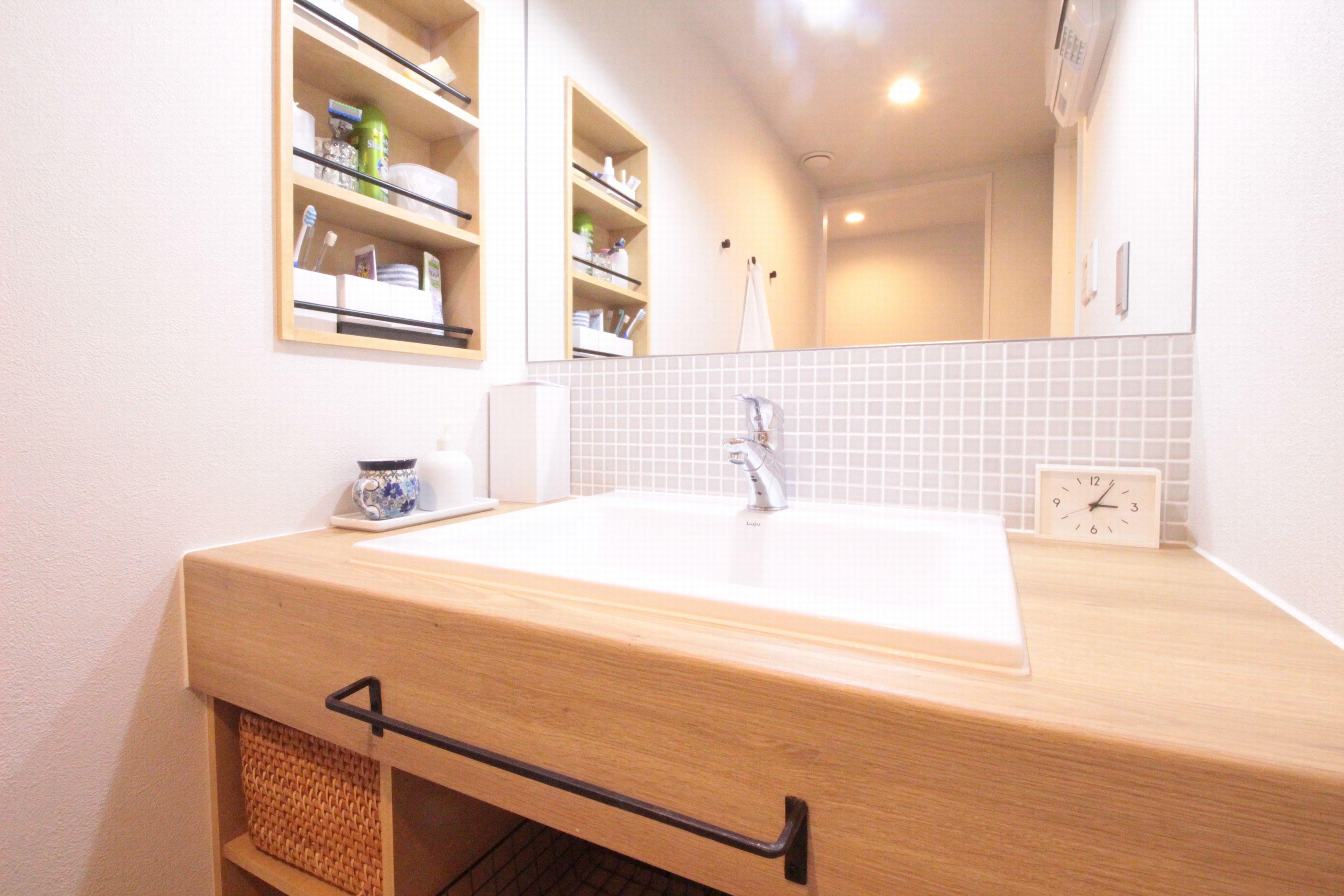 バス/トイレ事例:ニュアンスグレーのタイルが素敵な造作洗面台(回遊性で家事ラク!開放感で子どもが喜ぶ間取りに!)