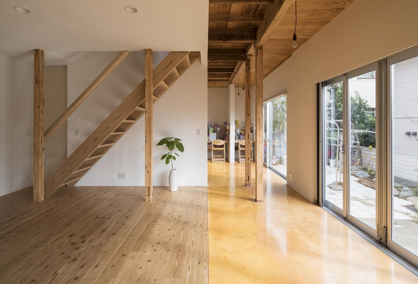 リビングダイニング事例:広縁と板間のリビング(鎌倉の家〜祖父母の家を引き継ぐ木造戸建てリノベーション〜)