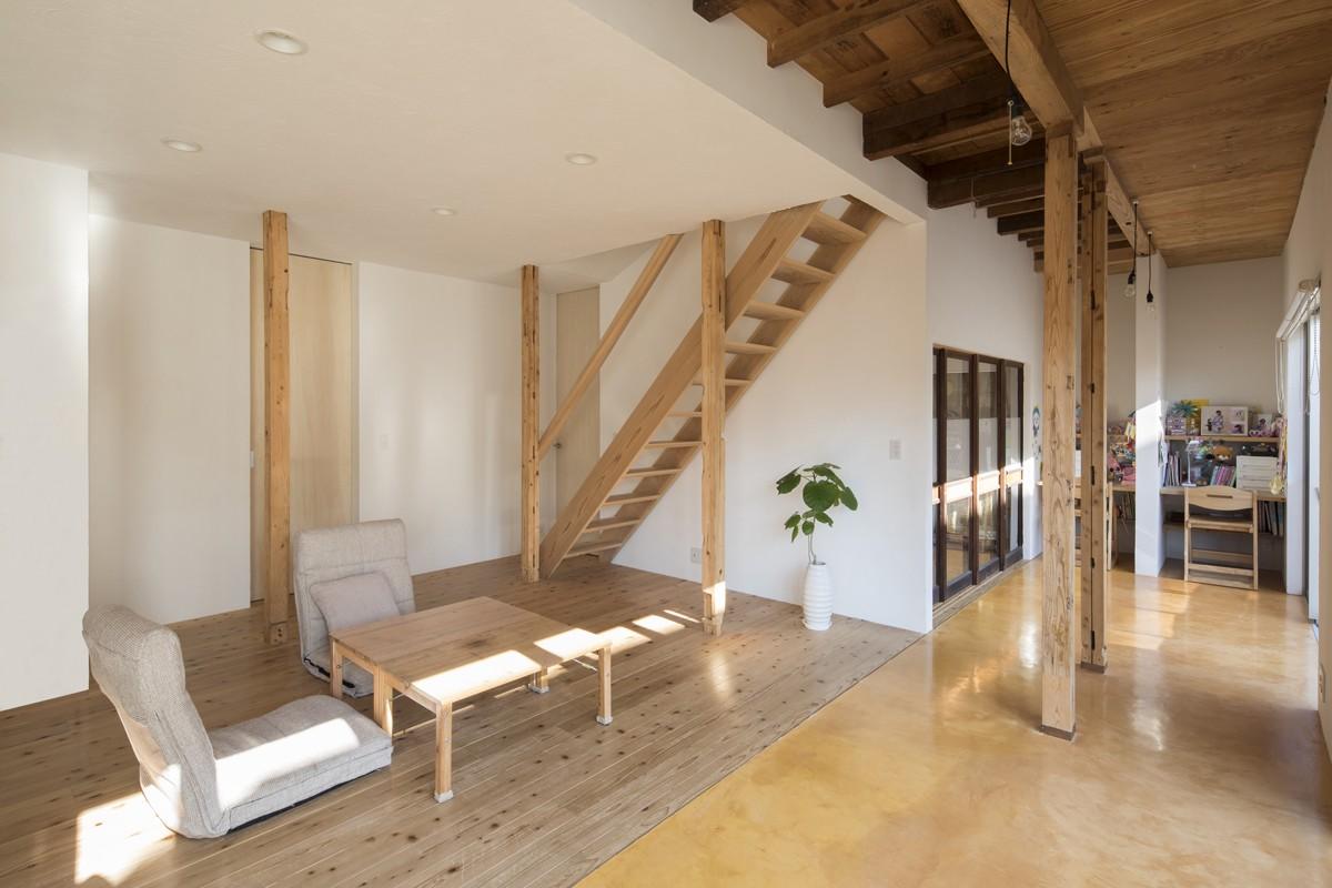 リビングダイニング事例:杉フローリングのリビング(鎌倉の家〜祖父母の家を引き継ぐ木造戸建てリノベーション〜)