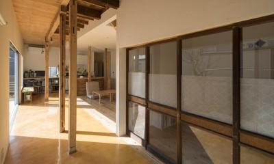 鎌倉の家〜祖父母の家を引き継ぐ木造戸建てリノベーション〜 (磨き土間の広縁と古材建具)