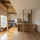 鎌倉の家〜祖父母の家を引き継ぐ木造戸建てリノベーション〜の写真 磨き土間の広縁でつながるダイニングキッチン