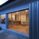 鎌倉の家〜祖父母の家を引き継ぐ木造戸建てリノベーション〜の写真 フルオープンウィンドウでつながるLDK