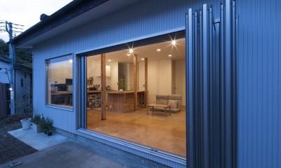 鎌倉の家〜祖父母の家を引き継ぐ木造戸建てリノベーション〜 (フルオープンウィンドウでつながるLDK)