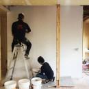 鎌倉の家〜祖父母の家を引き継ぐ木造戸建てリノベーション〜の写真 ご夫婦でセルフビルド(ドイツ漆喰塗り)