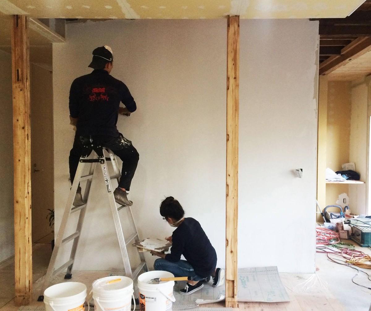 リビングダイニング事例:ご夫婦でセルフビルド(ドイツ漆喰塗り)(鎌倉の家〜祖父母の家を引き継ぐ木造戸建てリノベーション〜)