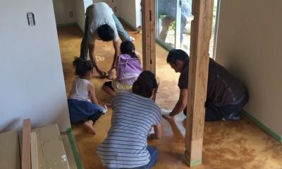 鎌倉の家〜祖父母の家を引き継ぐ木造戸建てリノベーション〜 (みんなで広縁の磨き土間床仕上げ)