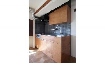 キッチン|インダストリアル×ナチュラルの調和がとれた広々空間へ