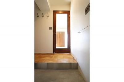 玄関 (インダストリアル×ナチュラルの調和がとれた広々空間へ)