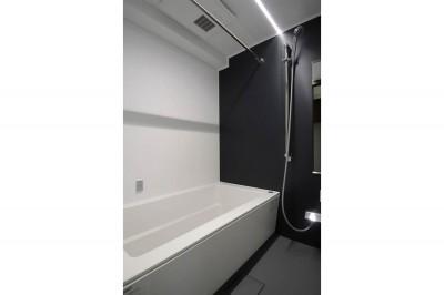 浴室 (インダストリアル×ナチュラルの調和がとれた広々空間へ)