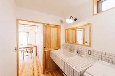 洗面脱衣室 (モノとコトをつなぐ家)