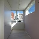 I邸 / 断面操作でスキマをつくり広がりと光を得るの写真 寝室