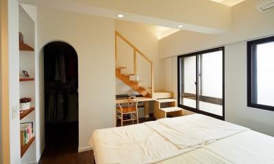 国立の改装 (ロフト階段がある寝室)