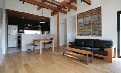 2階建てから平屋へ 大きく減築した戸建てリノベーション 【FLAT HOUSE】 (リビング)