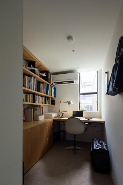 秘密基地のような書斎 (目黒の家〜天空光を取り込む家〜)