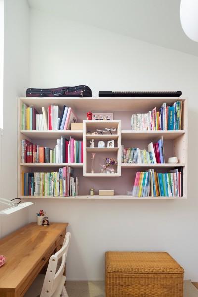 子供部屋の本棚 (目黒の家〜天空光を取り込む家〜)