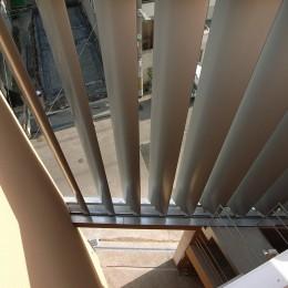 風と光とプライバシーをコントロール|松ケ鼻町の家 (大きなルーバーと中庭)