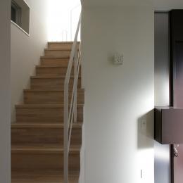 I邸 / 断面操作でスキマをつくり広がりと光を得る