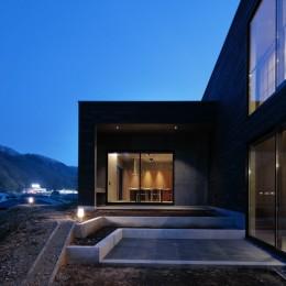 高尾山口の家 (庭から見た夜景_外観)