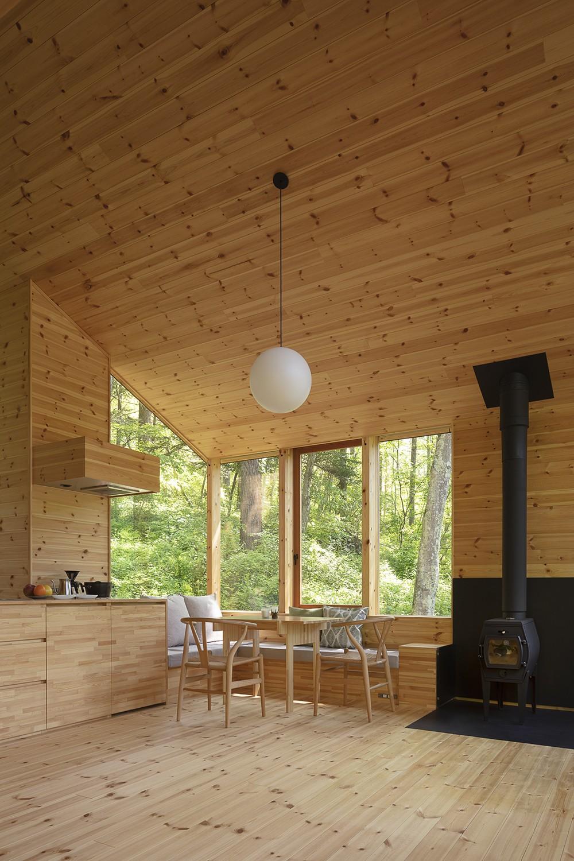 森の小屋/とっておきの時間を過ごすための小さな居場所 (ダイニングコーナー)