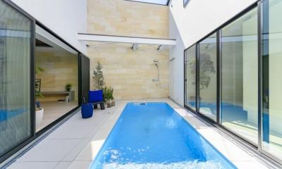 プールサイドの家