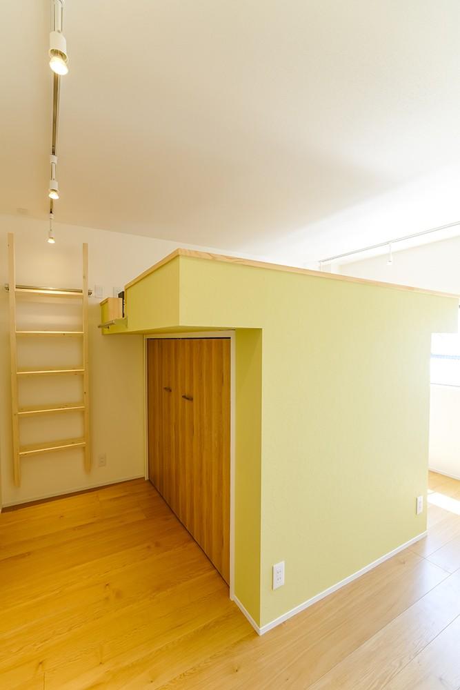 収穫祭が似合う家〜鉄骨3階建てリノベーション〜 (子供部屋)