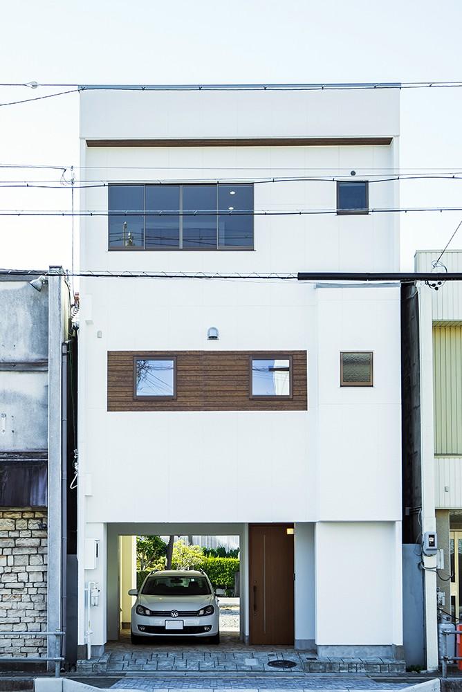 収穫祭が似合う家〜鉄骨3階建てリノベーション〜 (ファサード)