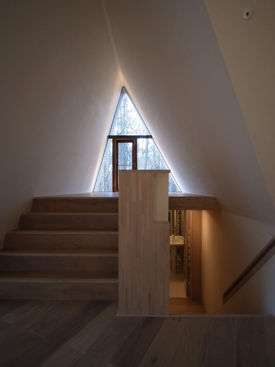 安曇野の山荘 (スキップフロアの階段)