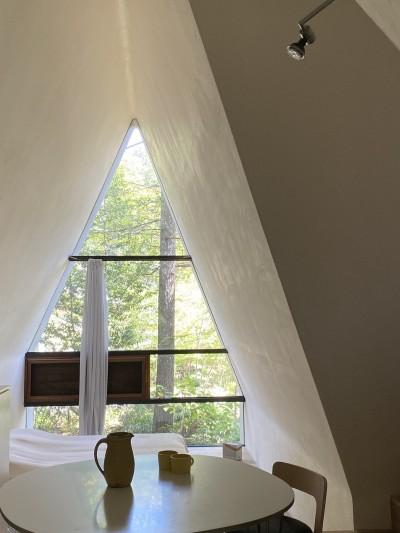 安曇野の山荘 (窓から緑が見えるダイニング)