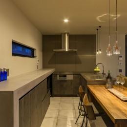 土間と左官の家 (ダイニングキッチン)