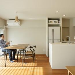 上質な質感に包まれた光と風・風景を楽しむ家 (キッチン・ダイニング)