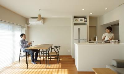上質な質感に包まれた光と風・風景を楽しむ家